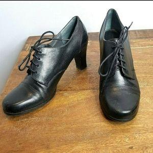 Etienne Aigner 8.5 Vintage Look Lace Up Leather